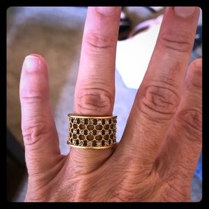 Jewelry - Gold ring with tiny sparkles